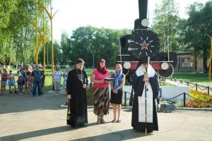 Прощание славянки 220616 Сарапул Удмуртия Паровоз 3705 (11) Епископ Антоний